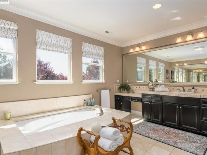 1005 Laguna Creek Ln Pleasanton CA Home. Photo 25 of 40