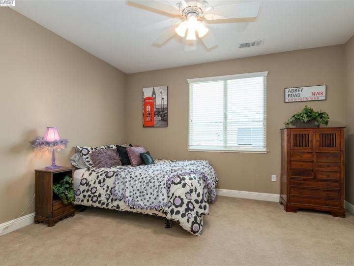 1005 Laguna Creek Ln Pleasanton CA Home. Photo 30 of 40