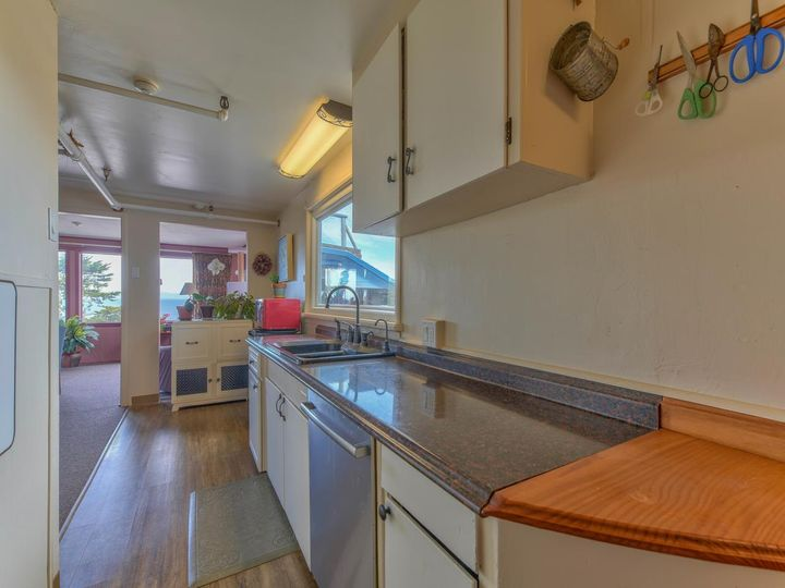 215 11th St Pacific Grove CA Home. Photo 17 of 40