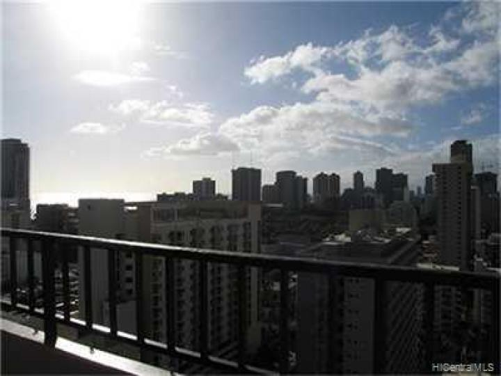 Royal Kuhio condo #2014. Photo 7 of 9