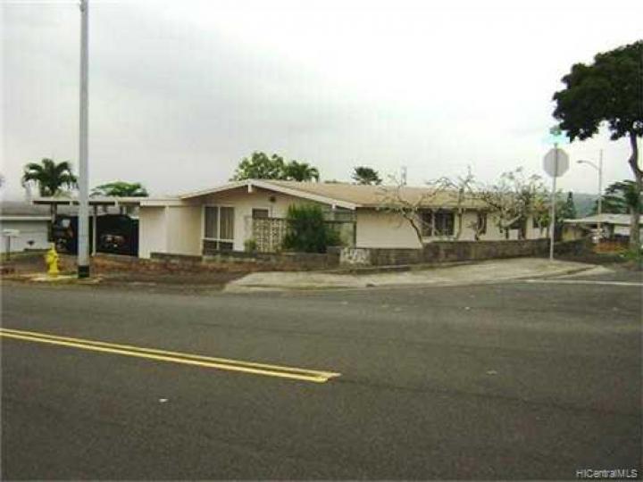 2380 Komo Mai Dr Pearl City HI Home. Photo 4 of 10