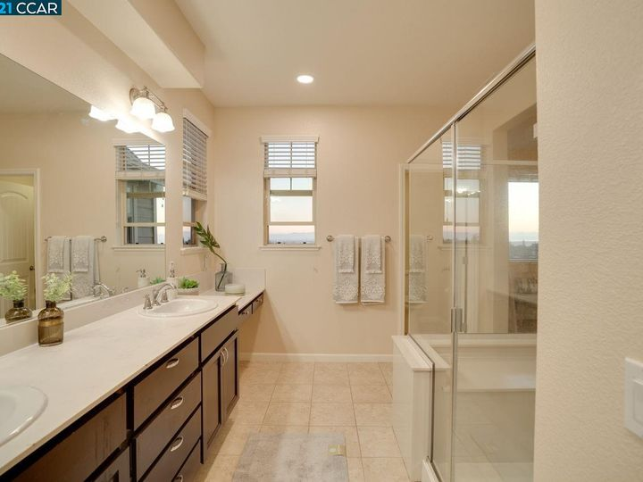 6290 Rocky Point Ct, Oakland, CA, 94605 Townhouse. Photo 16 of 30