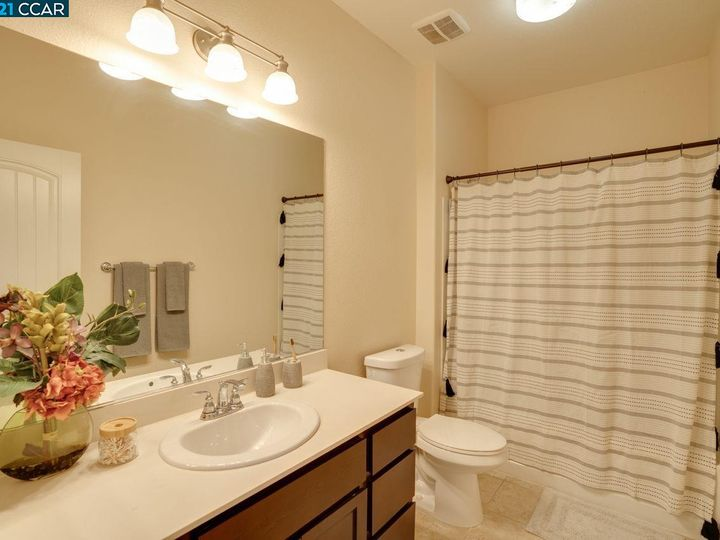 6290 Rocky Point Ct, Oakland, CA, 94605 Townhouse. Photo 23 of 30