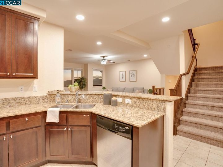 6290 Rocky Point Ct, Oakland, CA, 94605 Townhouse. Photo 9 of 30