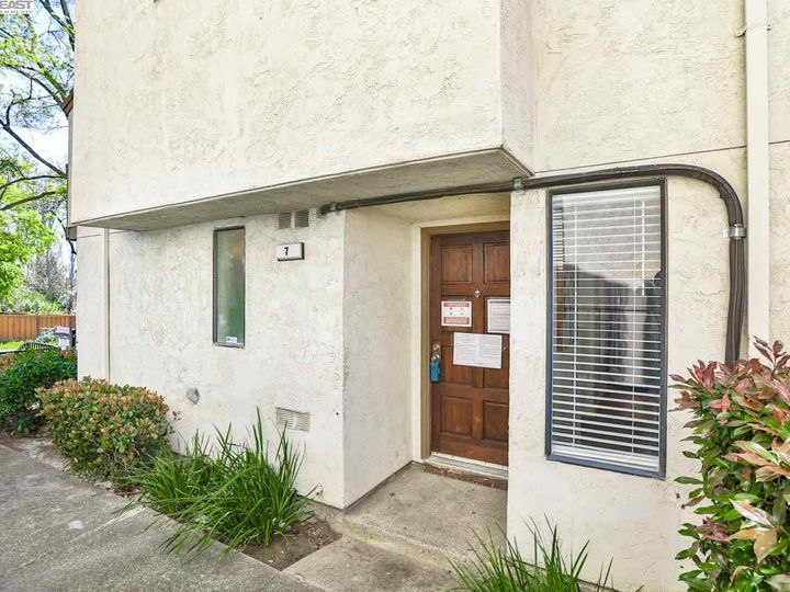 7 Madrid Pl, Antioch, CA, 94509 Townhouse. Photo 2 of 39