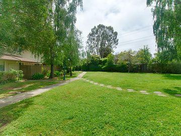 123 Peach Ter, Santa Cruz, CA, 95060 Townhouse. Photo 3 of 19