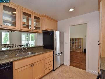 30 Mozden Ln, Two Worlds, CA